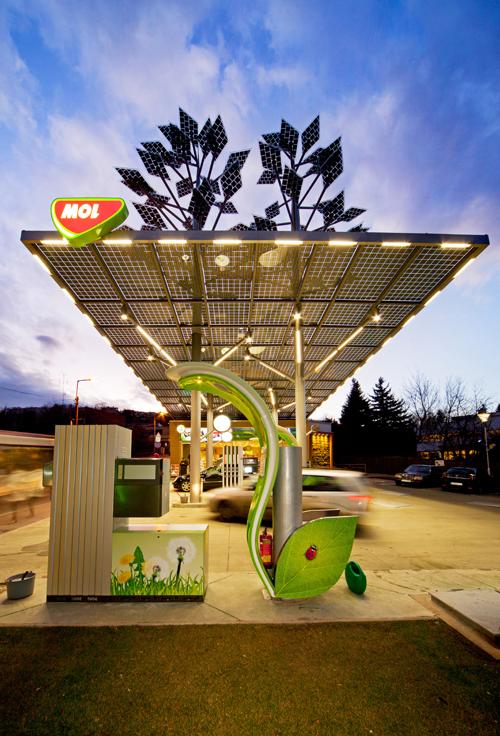 The Chicago Athenaeum Solar Powered Green Petrol Station